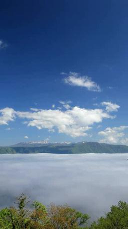 朝霧の雲海の十和田湖と八甲田山と流れ動く雲 ภาพวิดีโอ