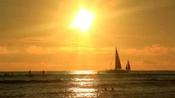夕日と海水浴客とヨット Footage