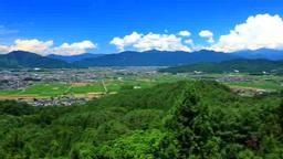 夏の塩田平俯瞰と烏帽子岳と四阿山と入道雲 stock footage