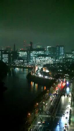 雨に濡れた内堀通りと霞ヶ関方向のビル群 夜景 Footage