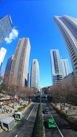 新宿の高層ビル群と行き交う自動車と歩行者 Footage