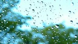 車の窓ガラスについた水滴 Footage
