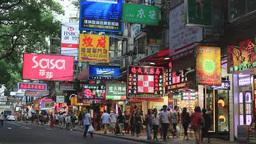 九龍の商店街を行き交う観光客の動く姿 Footage