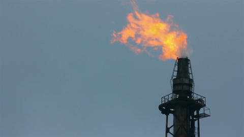 torch is lit on tower refinery - air pollution Stock Video Footage