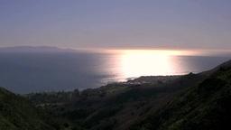 夕暮れの海岸線と太陽光の反射する海面 Footage