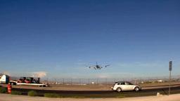 路上の車と着陸する飛行機 Footage