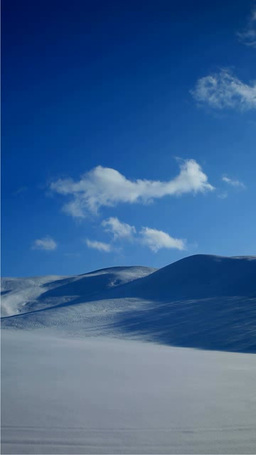 雪原の丘と流れる雲 영상물