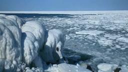 しぶきに凍る海岸と流氷 Footage