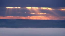 朝霧の丘と光芒 Footage