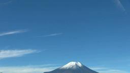 二十曲峠から望む冠雪の富士山と流れる雲 Footage