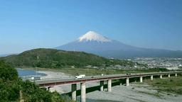 富士川SAから望む富士川と富士山と高速道路 Stock Video Footage