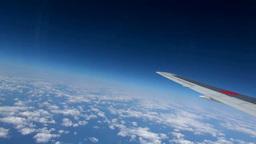 飛行機の翼と海と雲 Stock Video Footage