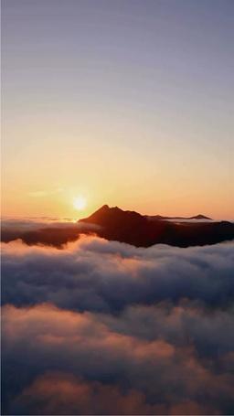 霧の摩周湖の日の出と摩周岳 Stock Video Footage