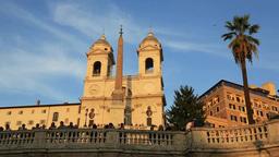 スペイン広場とトリニタ・デイ・モンティ教会... Stock Video Footage
