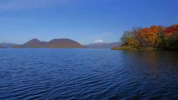 紅葉の洞爺湖と羊蹄山 Stock Video Footage