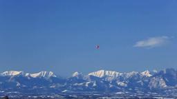 熱気球と日高山脈 Stock Video Footage