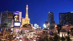 ラスベガスのストリップの街並みの夜景 Stock Video Footage