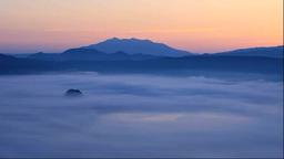 夜明けの霧の摩周湖 Stock Video Footage