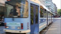 トラムとオスロ市街 Stock Video Footage