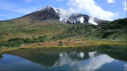 鏡池と旭岳 Footage