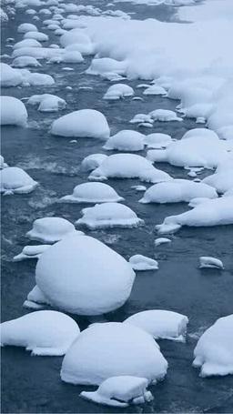 冬の川と綿帽子の雪 Footage