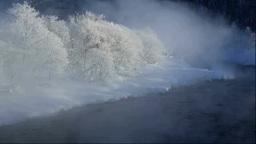 霧氷と気嵐の尻別川 Stock Video Footage