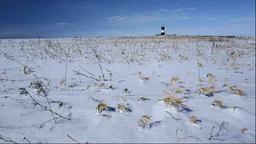 能取岬の灯台と雪の草原 Stock Video Footage