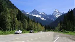 トランスカナダハイウェイとグレイシャー国立公園の山 Footage