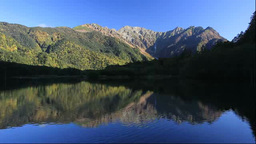 紅葉の上高地の朝の大正池と穂高連峰 Footage