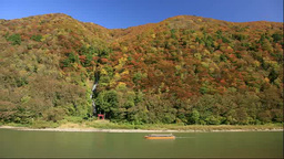 紅葉の最上峡の最上川舟下りと白糸ノ滝 Stock Video Footage