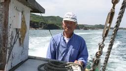 船を操縦する男性 Footage