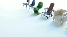 並んで回転する数種の模型の椅子 stock footage