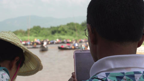 Inle lake, man takes pictures with mobile phone ビデオ