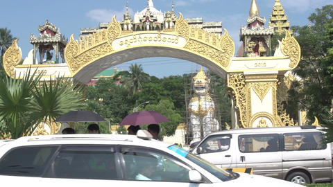 Shwedagon Pagoda, entrance Live Action