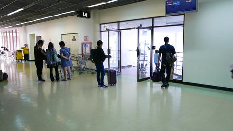 Exit to gate 14, old int airport, chinese passengers come... Stock Video Footage