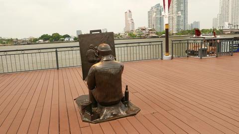 Painter artist bronze statue at Asiatique riverside promenade, parallax shot Footage