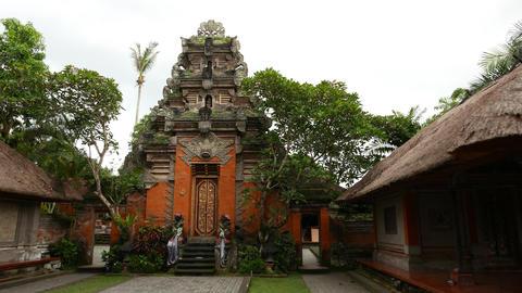Ubud Palace gate panning shot, balinese architecture, kori agung GIF