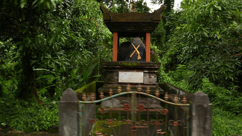Obelisk in small decorated pavilion, parallax shot, tropical nature around Footage