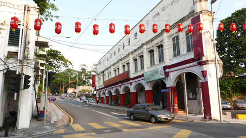 Colonial architecture near chinatown, sharp triangle house on street crossing 影片素材