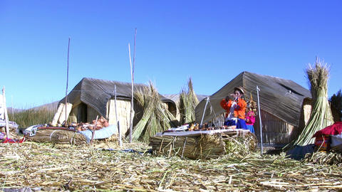 Uru women working, Uros island ビデオ