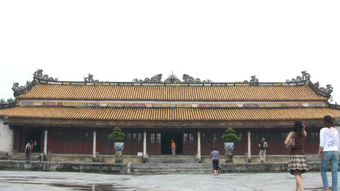 Tourists Walking Outside The Mieu Temple ライブ動画