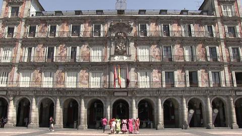 Tourists Walking At Plaza Mayor ライブ動画